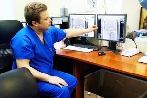 В больнице №26 показали как удаляют тромбы при инсультах
