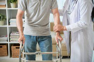 Реабилитация пожилых людей и инвалидов после инсульта